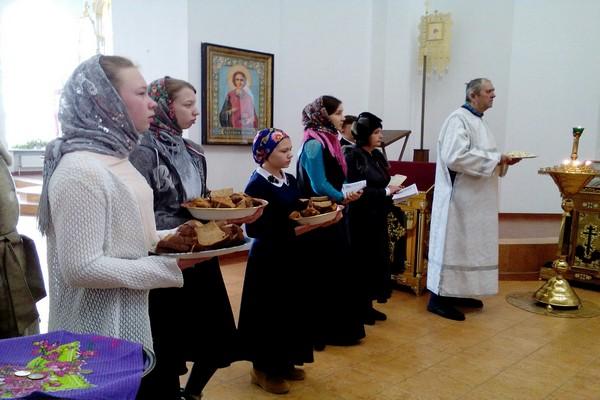 Воспитанники Воскресной школы Свято-Троицкого кафедрального собора города Бирска провели акцию «Блокадный хлеб»