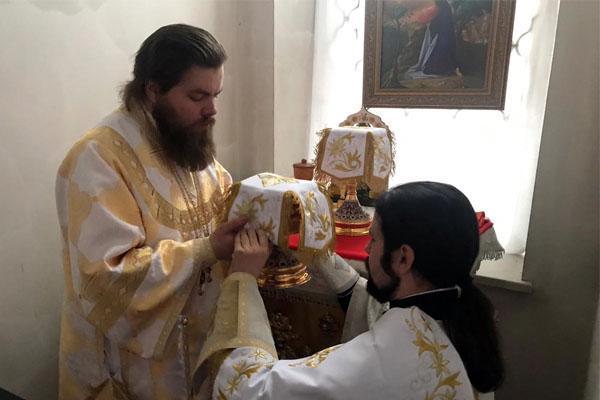 В 34-ю Неделю по Пятидесятнице епископ Спиридон совершил Литургию в Свято-Троицком соборе