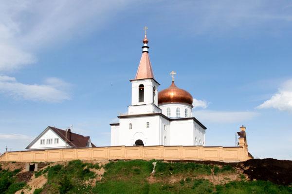 В день памяти бессребреников Космы и Дамиана епископ Спиридон совершил Литургию в Михаило-Архангельском храме города Бирска