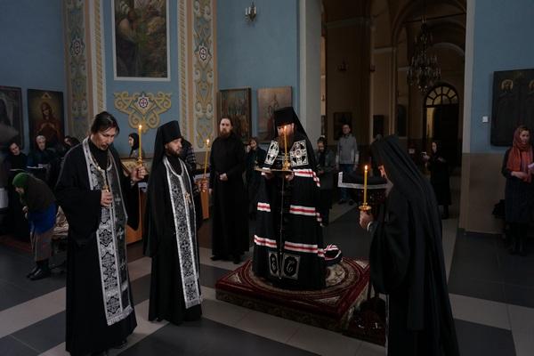 В понедельник Первой седмицы Великого поста епископ Спиридон совершил Великое повечерие в храмах Бирска