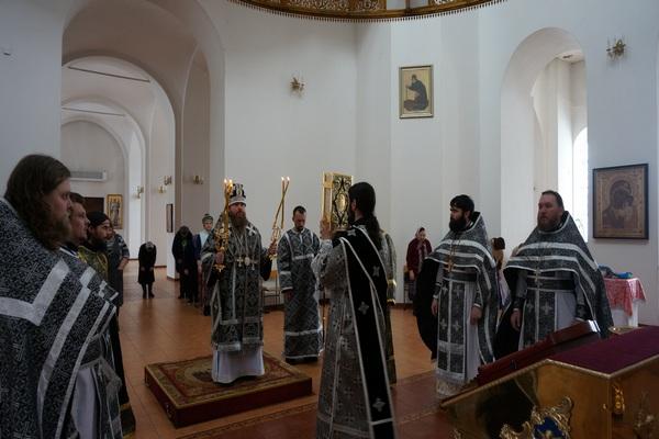 Епископ Спиридон совершил Литургию Преждеосвященных Даров в Свято-Троицком кафедральном соборе