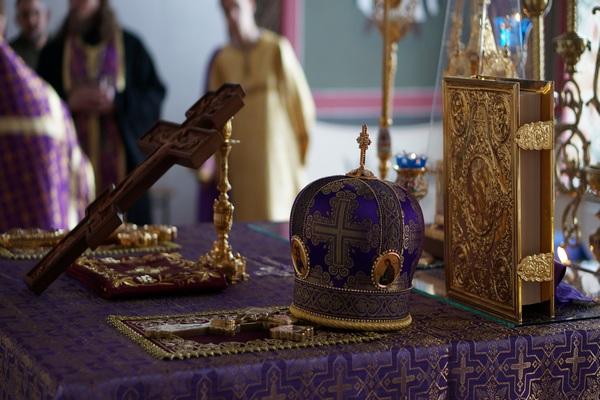 В канун недели Крестопоклонной епископ Спиридон совершил всенощное бдение с чином выноса Креста в кафедральном соборе Бирска