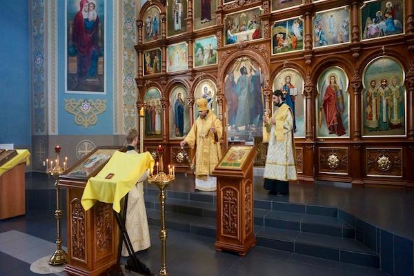 Епископ Спиридон возглавил всенощное бдение в Михаило-Архангельском храме Бирска
