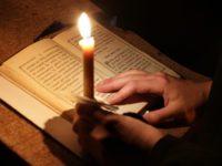Чтение Неусыпаемой Псалтири перед плащаницей Божией Матери в Михаило-Архангельском храме