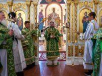 В престольный праздник епископ Спиридон возглавил Литургию и вечерню с чтением коленопреклонных молитв в Свято-Троицком кафедральном соборе Бирска