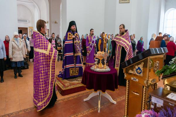 В канун праздника Воздвижения Креста Господня епископ Спиридон совершил всенощное бдение в кафедральном соборе Бирска