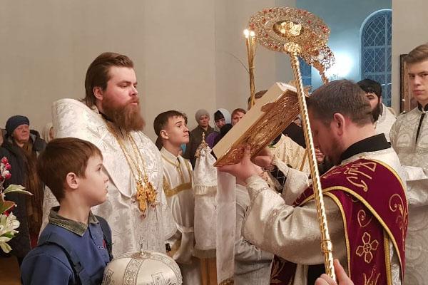 В канун праздника Рождества Христова епископ Спиридон совершил всенощное бдение в Свято-Троицком соборе
