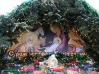 Духовенство и верующие Свято-Троицкого собора приняли участие в подготовке храма к празднику Рождества Христова