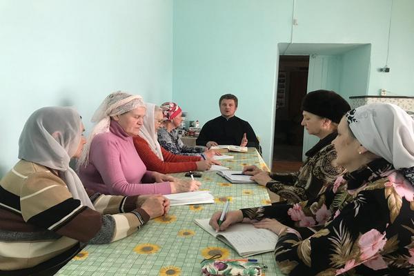 В здании Воскресной школы прошли занятия для сестер милосердия