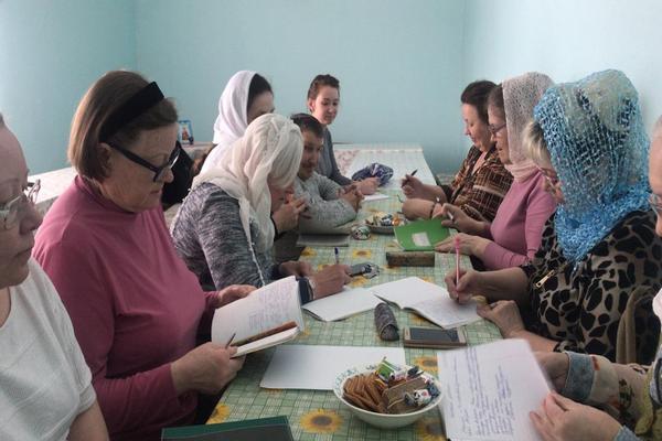 В здании Воскресной школы кафедрального собора прошло очередное занятие сестер милосердия