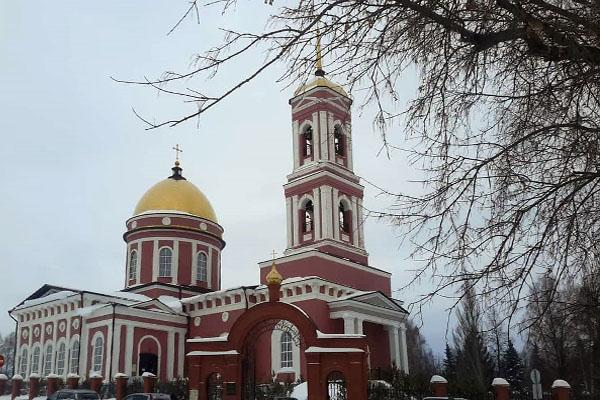Епископ Спиридон совершил Литургию в Свято-Троицком кафедральном соборе города Бирска