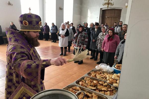 Епископ Спиридон совершил Литургию Преждеосвященных Даров в кафедральном соборе города Бирска