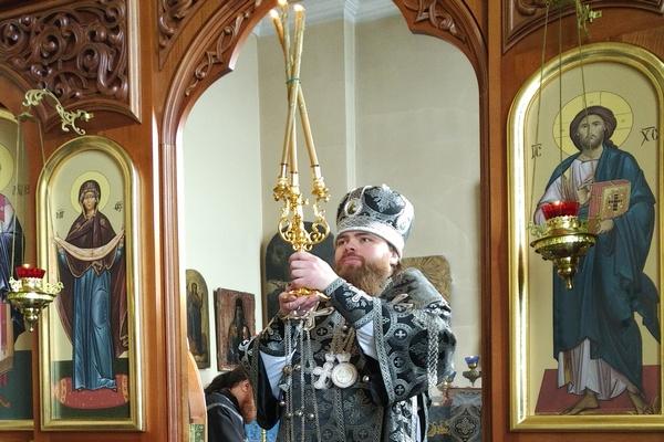 Епископ Спиридон совершил Литургию Преждеосвященных Даров в Михаило-Архангельском храме города Бирска