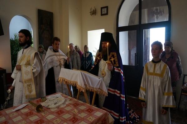 Епископ Спиридон совершил заупокойное богослужение в преддверии Троицкой родительской субботы