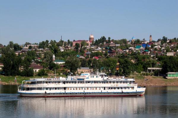 Пассажиры туристического теплохода из города Москвы посетили Михаило-Архангельский храм города Бирска