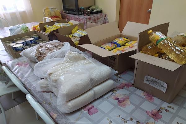 Сотрудники Центра гуманитарной помощи Бирской епархии передали продуктовые наборы для малоимущих семей и престарелых жителей