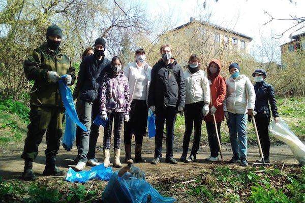 Волонтеры молодежного отдела приняли участие в субботнике в городе Бирске