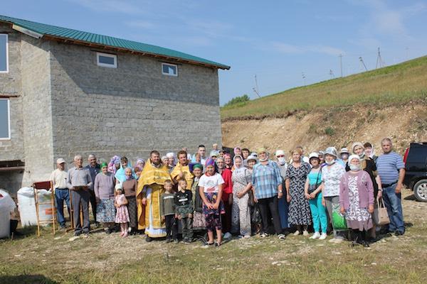 В селе Караидель состоялась первая Литургия на месте строительства храма