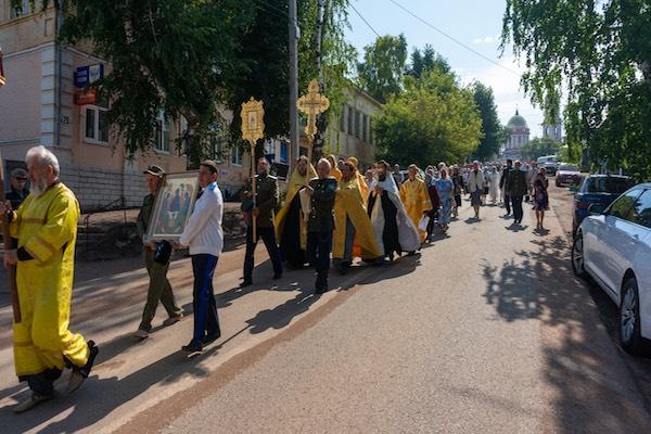 В день Крещения Руси епископ Спиридон возглавил крестный ход и Таинство Крещения на реке Белой