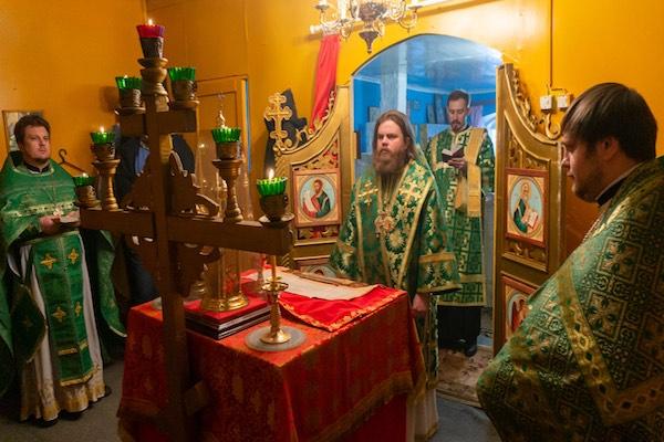 В день памяти праведного Симеона Верхотурского епископ Спиридон возглавил Литургию в Свято-Троицком храме села Новотроицкое Мишкинского района