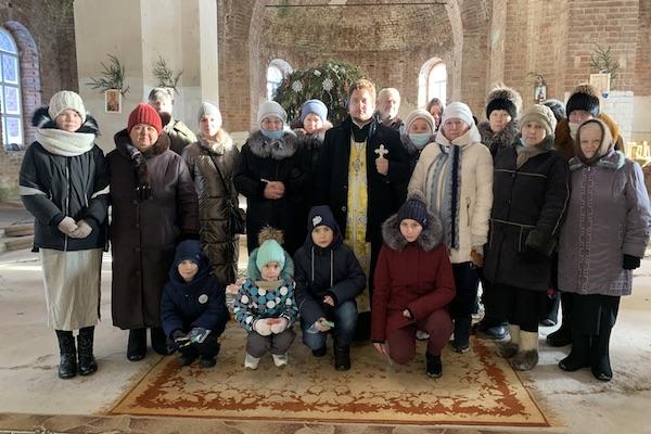 В храме села Николаевка Бирского района совершен праздничный водосвятный молебен