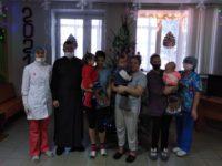 Настоятель храма села Байки посетил детское отделение центральной районной больницы села