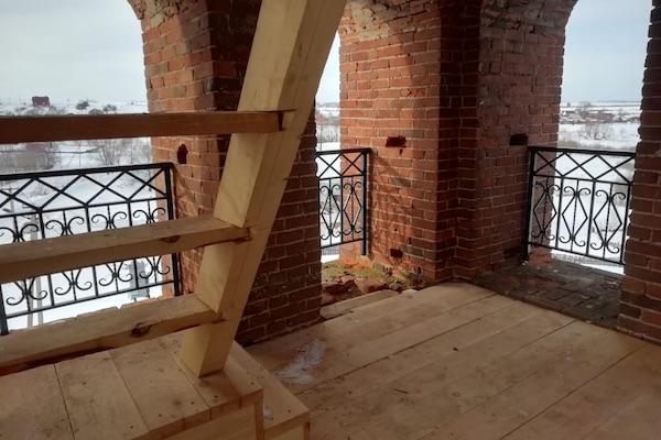 На колокольне храма села Николаевка Бирского района установили перила