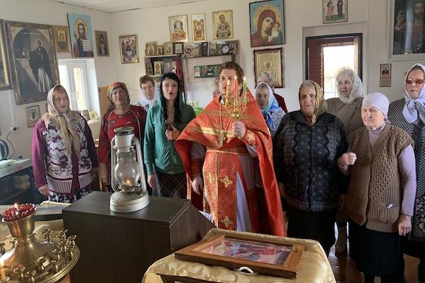 В Петро-Павловском храме села Калинники Бирского района прошла Пасхальная Литургия