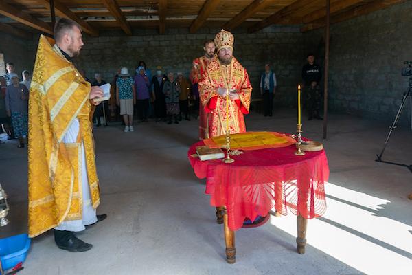 Епископ Спиридон совершил Литургию в строящемся храме апостола Иоанна Богослова села Караидель