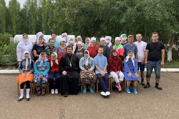Руководитель ОЦБСС епархии с сестрами милосердия посетил ПНИ города Бирска